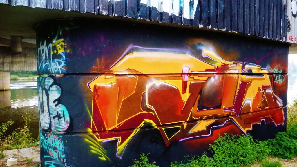 September and Graffiti in Prague 105